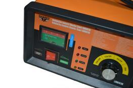 Nabíječka baterií Sharks Start SH6016