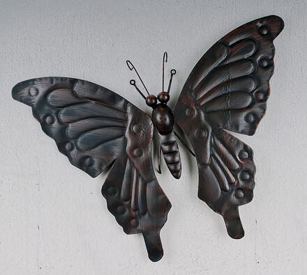 Dekorace kovový motýl