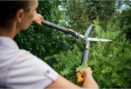 Fiskars PowerFit nůžky na živý plot teleskopické