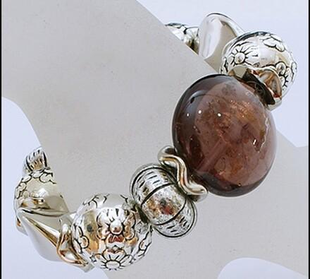 Elastický dámský náramek s hnědými korálky