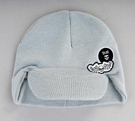 Pletená čepice s nátylkem a výšivkou Karpet 5082,