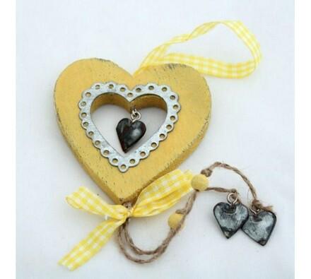 Dřevěné závěsné srdce žluté