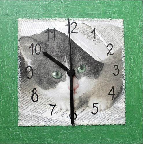 Nástenné hodiny s mačiatkom