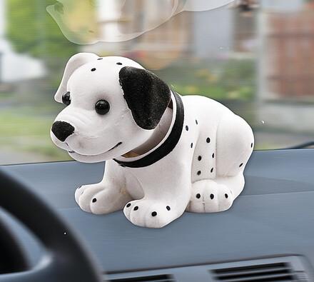 Pes s kývající hlavou, bílá + černá