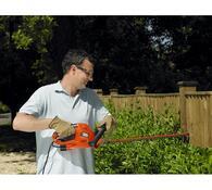 Elektrické nůžky na živý plot Black and Decker GT5, červená