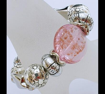 Elastický dámský náramek s růžovými korálky