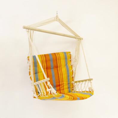 Závěsné houpací křeslo s dřevěnou tyčí a opěrkou
