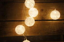 Světelný LED řetěz bílé kouličky