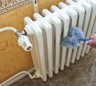 Čistící kartáč na radiátory