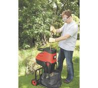 Elektrický zahradní drtič Black and Decker GS2400, červená