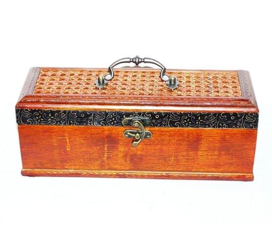 Dekoratívna krabička na víno ??s vekom z ratanu