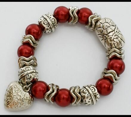 Elastický dámský náramek s červenými korálky