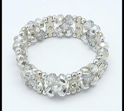 Elastický dámský náramek ze skleněných perlí