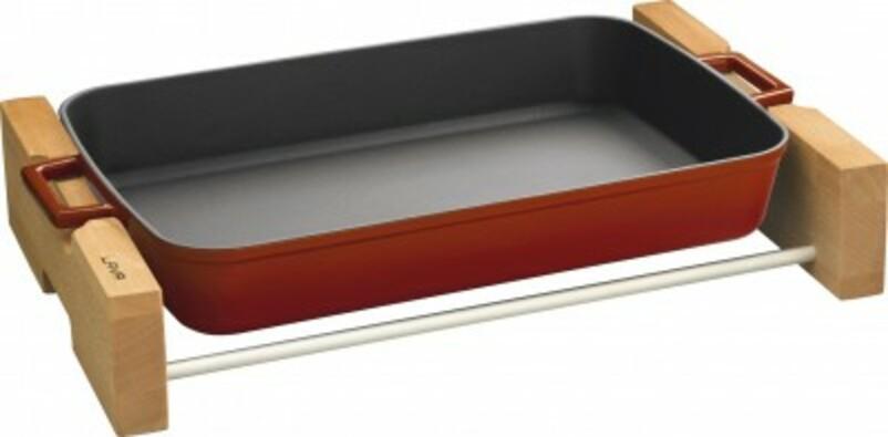LAVA Metal Litinový pekáč s dřevěným podstavcem 26 x 40 cm