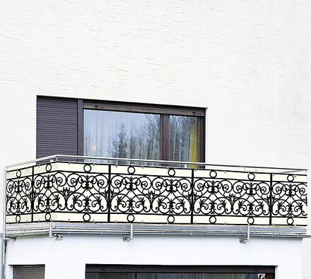 Zástěna na balkón - kovové zábradlí
