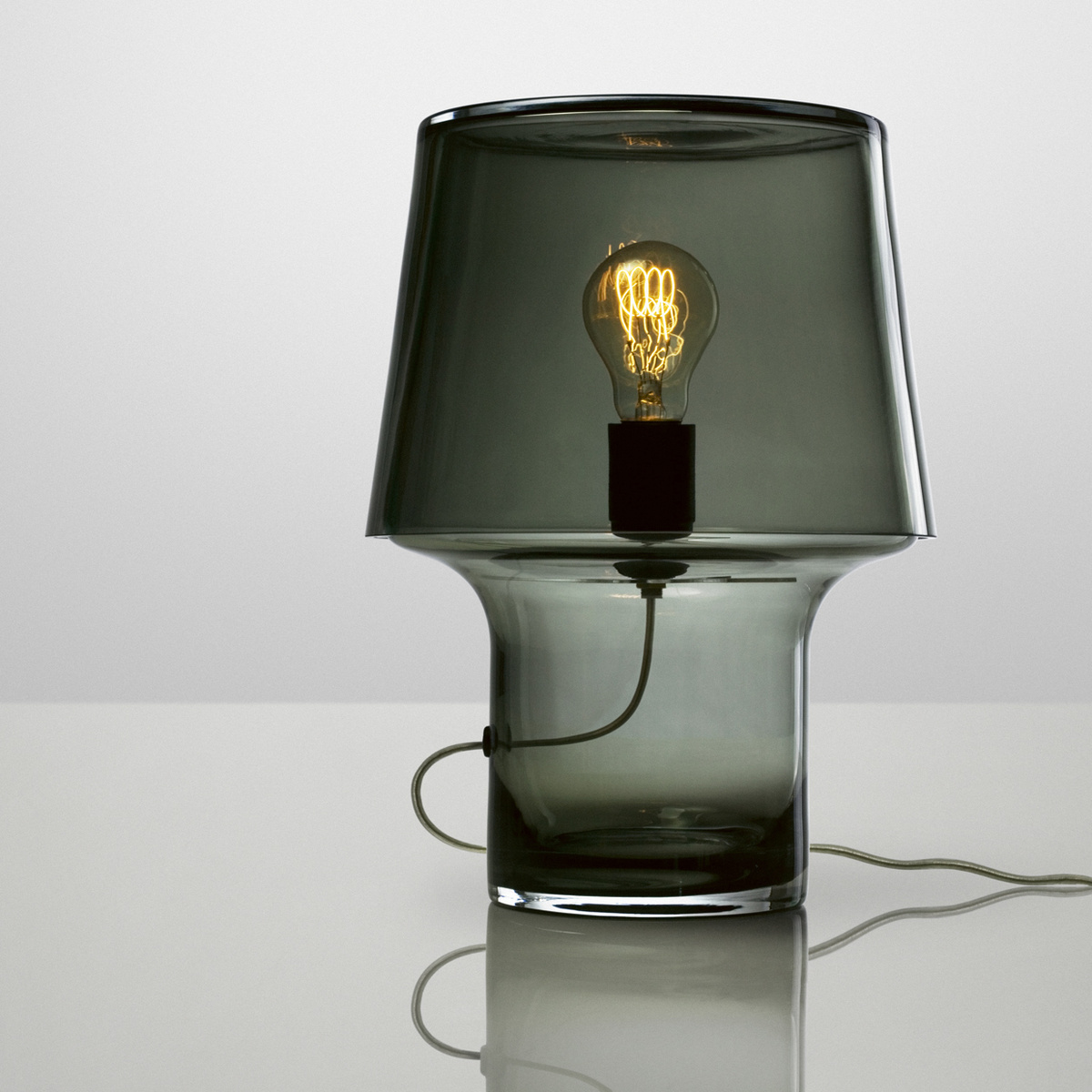 Muuto Stolná lampa Cosy in Grey 32 cm, sivá