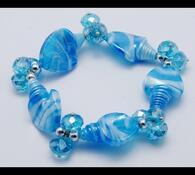 Dámský náramek ze skleněných korálků, tmavě modrá