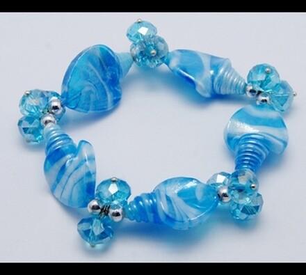 Dámský náramek ze skleněných korálků, modrá