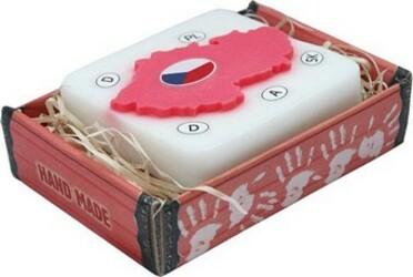 ručně vyráběná mýdla, bílá + červená