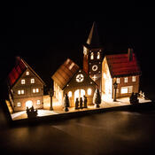 Dekoračná vianočná dedinka, béžová