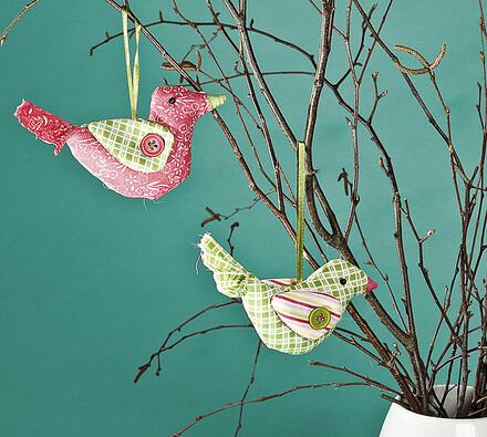 Textilní dekorace ptáček