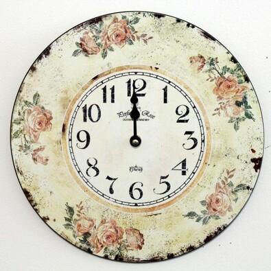 Nástěnné hodiny s růžemi po obvodu