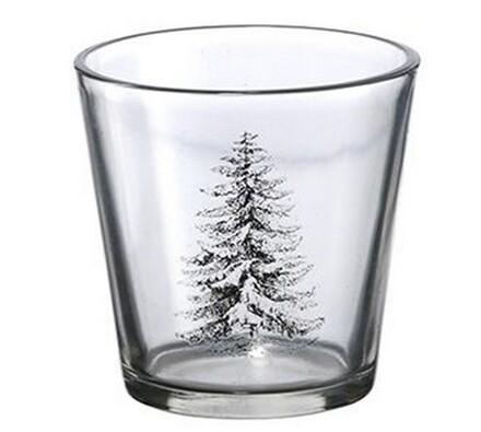 Svícen s motivem zasněženého stromu, Madam Stoltz