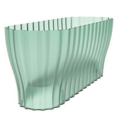 Truhlík Triola sklo, Plastia