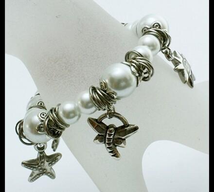 Elastický dámský náramek s bílými korálky