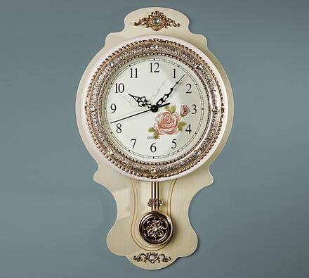 Nástěnné hodiny s kyvadlem světlé