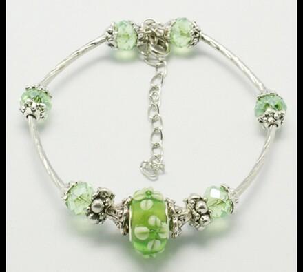 Dámský náramek ze skleněných korálků, zelená