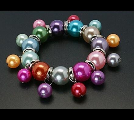 Elastický dámský náramek z barevných korálků