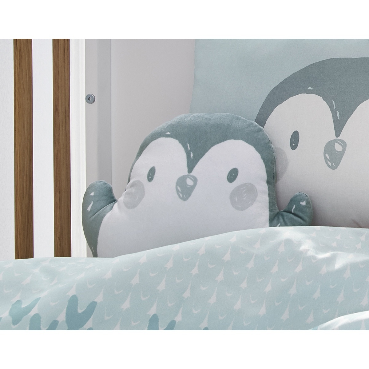 s.Oliver Tvarovaný polštářek Pinguin 7393/610, 33 x 20 cm