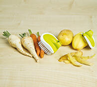 Škrabka na brambory a kartáček