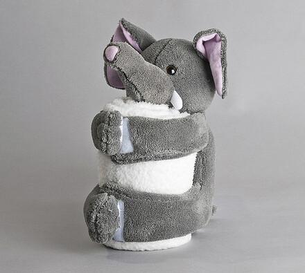 Slon s ručníkem