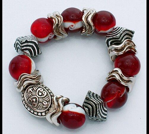 Elastický dámský náramek s červeno-bílými korálky