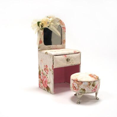 Šperkovnice židle s taburetem
