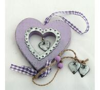 Dřevěná dekorace srdíčka, fialová